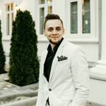Ведущий Михаил Марков
