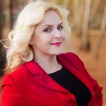 Ведущая Ксения Попова