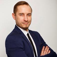 Ведущий Илья Попов