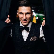 Ведущий Николай Юдин