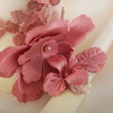 """Cемейный очаг """"Цветочная симфония"""" покрыт бархатом и украшен 3Д кружевом розового цвета. Свадебные аксессуары"""