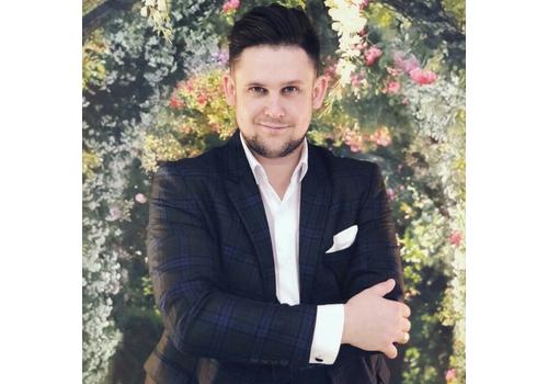 Ведущий Владимир Чернаков
