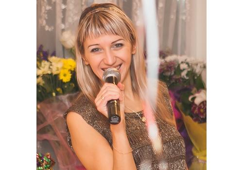 Ведущая Ника Назаренко