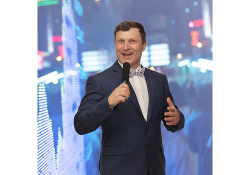 Ведущий Александр Железнёв