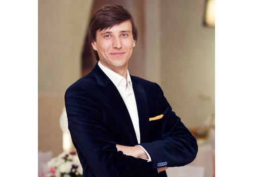 Ведущий Владимир Мартынов