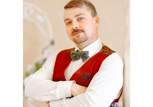 Ведущий Дмитрий Старопольский