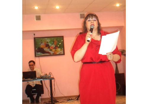 Ведущий Елена Пинигина