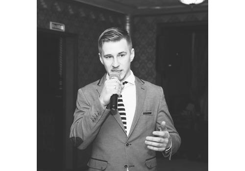 Ведущий Леонид Черанёв