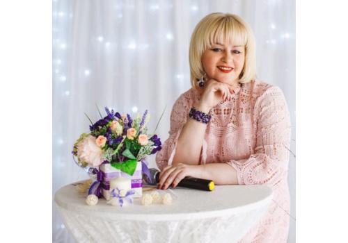Ведущая Лариса Мохирева